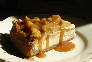 Cheese-cake aux pommes, coulis de caramel au beurre salé