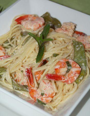 Spaghetti aux crevettes parfumées à la menthe